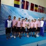 شناگران ایران در بین پسران به مقام نخست دست یافتند و جام طلا را بالای سر بردند.