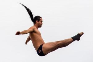 """ورزش های موتوری، فوتبال، دومیدانی و....، هر رشته ای قهرمان اسطوره ای خودش را دارد و """"اورلاندو دوک"""" نماد قهرمانی در شیرجه از ارتفاع زیاد است."""
