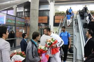 کاروان واترپلوی ایران پس از کسب مقام نایب قهرمانی آسیا در بازی های آسیایی ساحلی تایلند، دوشنبه (سوم آذر) در میان استقبال پرشور مسئولین و دوستداران این رشته ورزشی به کشور باز گشت.
