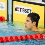 مهدی انصاری شناگر 50 متر پروانه، حالا یک ماه و نیم است که جدی تمرین میکند. او که در بازیهای آسیایی کتفش دررفت، به رغم اصرار پزشکان و خانوادهاش برای جراحی اما زیر بار نرفت تا مبادا شنا کردن را از دست ندهد.