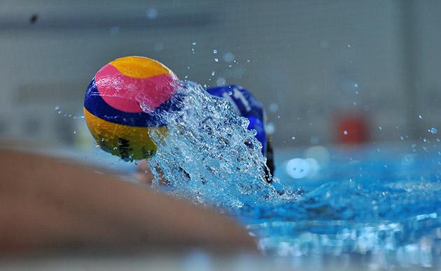 مسابقات واترپلو جام شهدای سمنان صبح امروز (سه شنبه) با حضور هشت تیم در استخر ۲۲ بهمن سمنان آغاز شد.