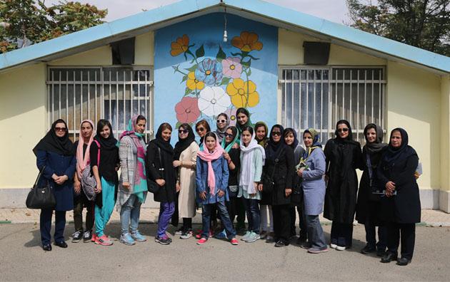 روز پنجشنبه (9 مهر 1394) همزمان با روز جهانی سالمند، تیم واترپلوی بالای 16 سال و زیر 16 سال تهران از آسایشگاه خیریه کامرانی بازدید کردند.