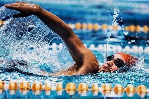 لیگ شنا با صدرنشینی موجهای آبی به نیمه راه رسید
