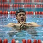 شناگرانی که در مسابقات بینالمللی شرکت میکنند معمولا در طی هفته 60هزار تا 80هزار متر را شنا میکنند. این میزان شنا فشار خاصی به مفصل شانهها وارد میکند. شانه باید مکانیزم بسیار بالایی داشته باشد تا بتواند از آسیبدیدگی جلوگیری کند.