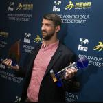 در جشن سالیانه فدراسیون جهانی شنا (فینا) بهترین ورزشکاران رشتههای آبی مشخص شدند و مایکل فلپس جایزه ارزشمندی به پاس سالها فعالیت حرفه ای و تاریخ سازی اش دریافت کرد.