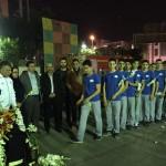 شناگران نوجوان ایران به همراه کادر فنی در اقدامی نمادین از آتش نشانان فاجعه پلاسکو حمایت کرند.