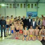رییس فدراسیون شنا با سفر به منطقه آزاد اروند از پایگاه قهرمانی خلیج فارس آبادان و استخر شهید جهان آرای خرمشهر بازدید کرد.