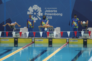آخرین نماینده شنا ایران در ۵۰ قورباغه به آب میزند