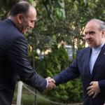 رئیس و نایب رئیس فدراسیون شنا روز (پنج شنبه) با مقام عالی وزارت ورزش دیدار و گفت و گو داشتند.