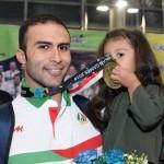 دروازهبان تیم ملی واترپلو که از دنیای قهرمانی خداحافظی کرد، دلیل این تصمیم خود را همسر و دخترش مطرح کرد.
