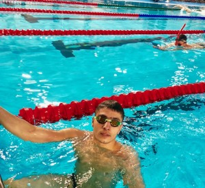 رقابت امرالهی با شناگران 400 متر آزاد جهان در روز نخست