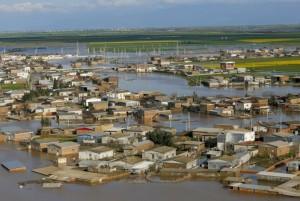 گلریزان خانواده شنا برای سیل زدگان اخیر کشور