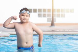 مبارزه با چاقی و مزایای تمرین در آب