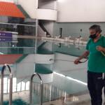 با شروع تمرینات ملی پوشان شنا محیط استخر قهرمانی آزادی به طور مرتب روزانه ضدعفونی میشود.